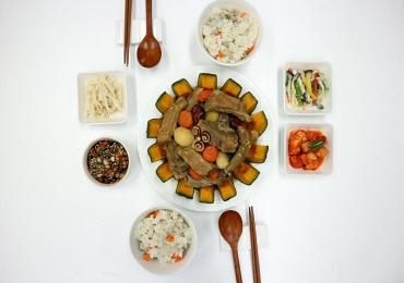 가을 약선 / 단호박 돼지 등갈비찜과 뿌리채소밥, 잣소스 더덕 배 샐러드